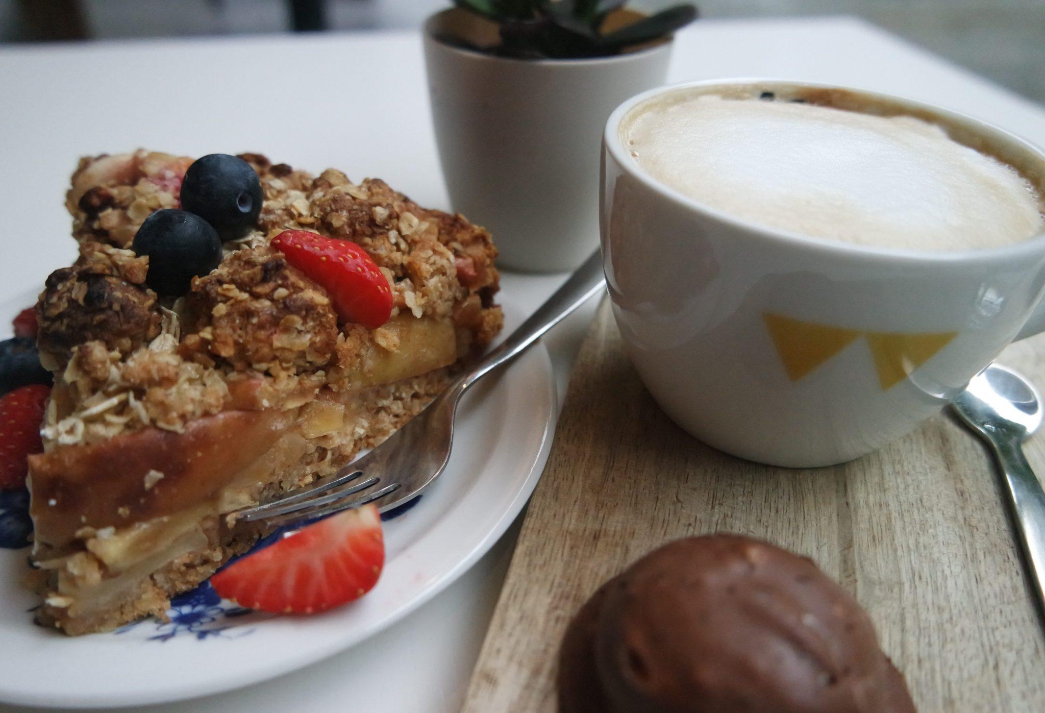 monqui denbosch koffietent cappuccino gebak