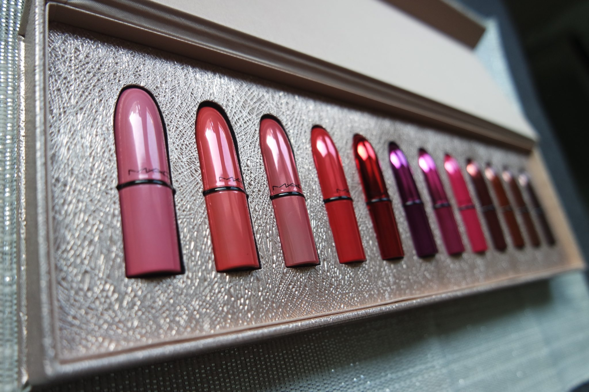 mac snowball lipstick kit review