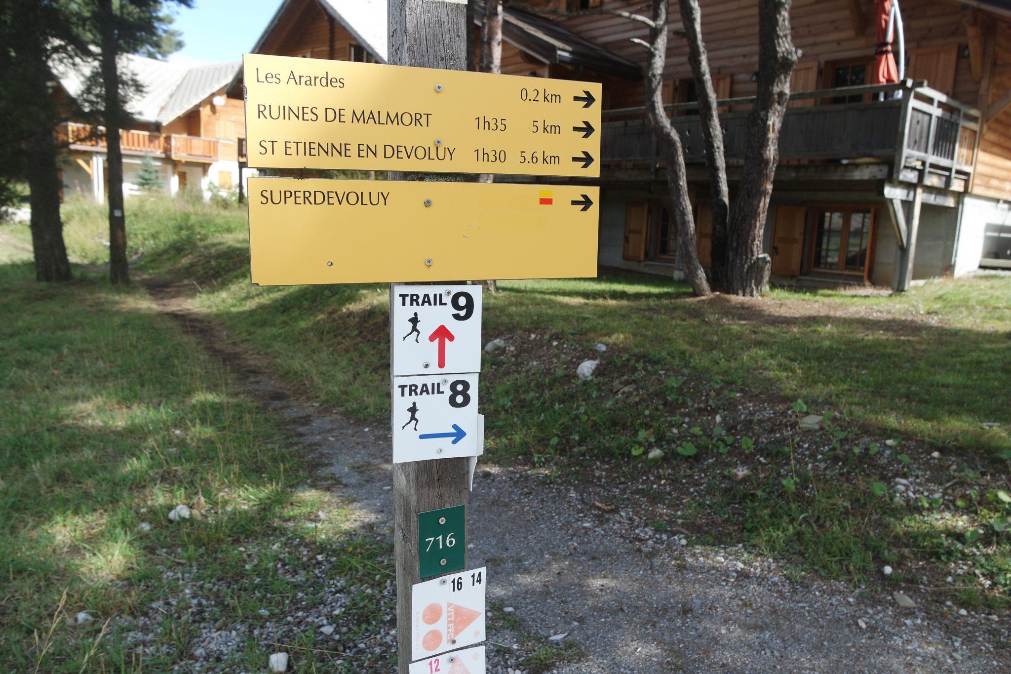 france hiking ruines